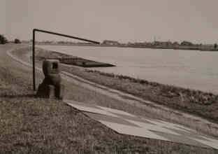 Land Art Installation on the banks of the river Elbe by Elke Rehder